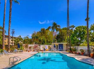 285 S Barrington Ave, Los Angeles, CA 90049
