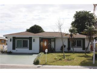 17741 Long Point Dr, Redington Shores, FL 33708