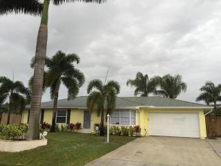525 SW Buswell Ave, Port Saint Lucie, FL 34983