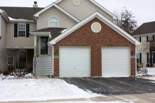 7426 Grandview Ct, Carpentersville, IL 60110