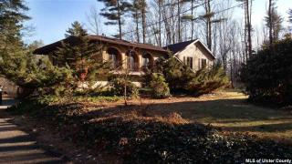 19 Holly Hills Dr, Woodstock, NY 12498