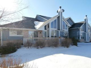 14303 Waterford Square Dr, New Berlin, WI 53151