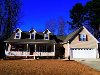 1401 Olde McKenzie Dr, Holly Springs, NC 27540