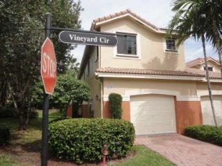 4335 Vineyard Cir, Weston, FL 33332