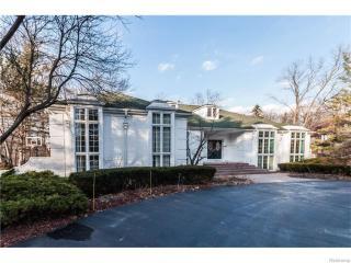 90 Manorwood Drive, Bloomfield Hills MI