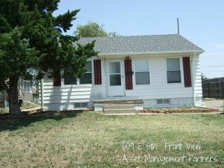 609 E 5th St #A, Hays, KS 67601