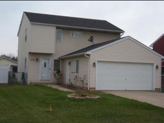 312 Maple Ln, Round Lake, IL 60073