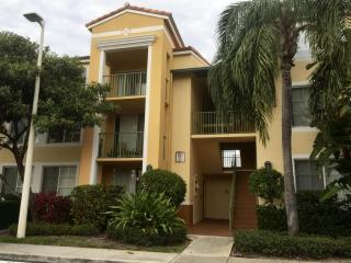 157 Yacht Club Way #204, Hypoluxo FL