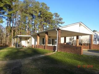 1987 Country Club Rd, La Crosse, VA 23950