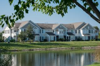 2013 Farmington Lakes Dr #10, Oswego, IL 60543