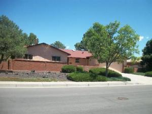 6419 Mitchell Ave SE, Albuquerque, NM 87108