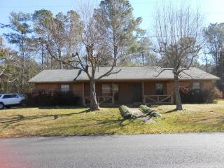 10428 Riverbend Dr, Moss Point, MS 39562