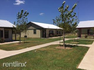 785 E Independence St, Giddings, TX 78942