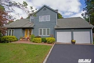 340 Woodhollow Road, Great River NY