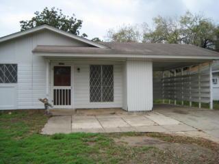 1207 Live Oak St, Pleasanton, TX 78064