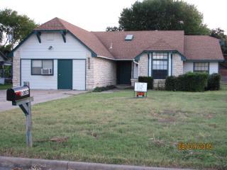 1007 Travis St, Lockhart, TX 78644