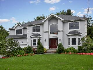377 Ruckman Rd, Closter, NJ 07624
