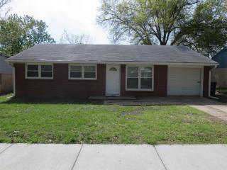 1423 Hillcrest Dr, Manhattan, KS 66502