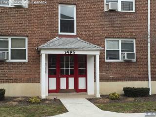 1495 E Terrace Cir #2, Teaneck, NJ 07666