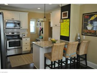 381 Cornwall Rd, Rocky River, OH 44116