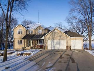 4648 Castle Circle, Lester Prairie MN
