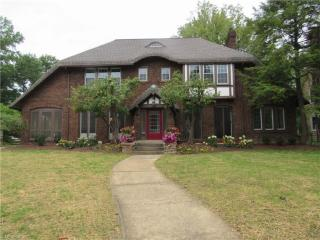 2473 Edgehill Road, Cleveland Heights OH
