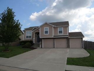 817 Highland Dr, Leavenworth, KS 66048