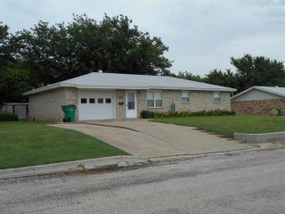 603 E Wilbarger St, Bowie, TX 76230