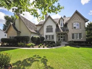 1121 New Castle Drive, Libertyville IL
