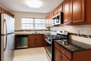 1 Croucher Ln, Fair Lawn, NJ 07410