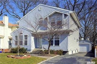 20 Donaldson Place, Roslyn Heights NY