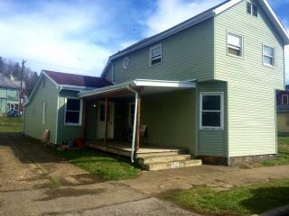 164 W Columbus St, Nelsonville, OH 45764