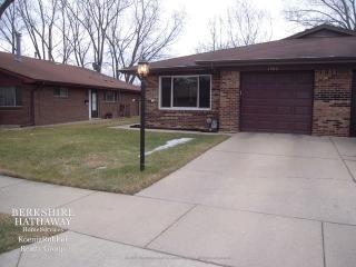 1202 Fulton Drive, Streamwood IL
