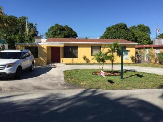 2105 Wellington Rd, West Palm Beach, FL