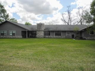 5325 Lincoln Avenue, Groves TX