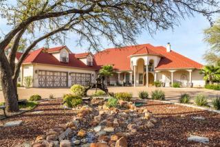 7004 Stone Bluff Court, Granbury TX