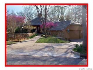 625 Oakridge Court, Bartlesville OK