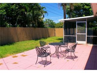 16216 2nd St E, Redington Beach, FL 33708