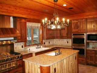 1030 Circle Dr, Eagle River, WI 54521