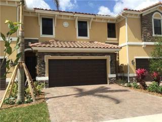821 East Village Circle, Davie FL