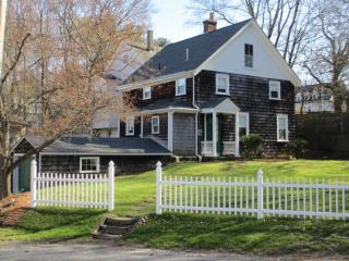 3 Park St, Southborough, MA 01772