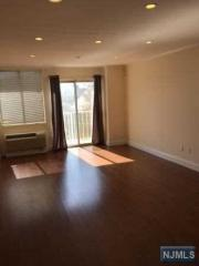 320 Anderson Ave #1C, Fairview, NJ 07022