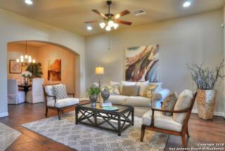 943 North Academy Avenue, New Braunfels TX