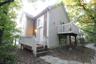 310 W Whispering Oaks Ln, Round Lake, IL 60073