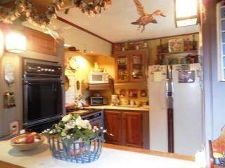 28 Trouble St, Cummington, MA 01026