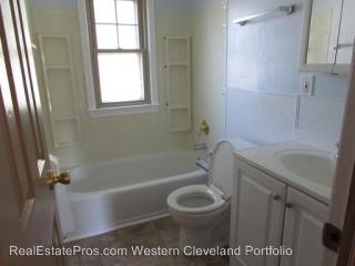 18612 Ferncliffe Ave, Cleveland, OH 44135