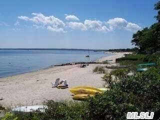 52 Beach Rd, Jamesport, NY 11947