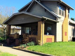 426 Poplar St, Nelsonville, OH 45764