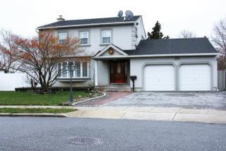 3 Robin Court, Hicksville NY