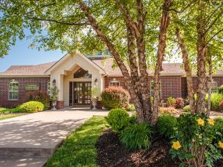 7987 N Flintlock Rd, Kansas City, MO 64158